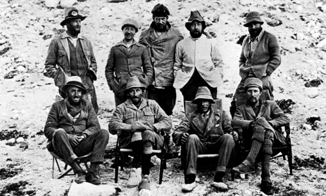 Group portrait of expedition to climb Everest in 1924